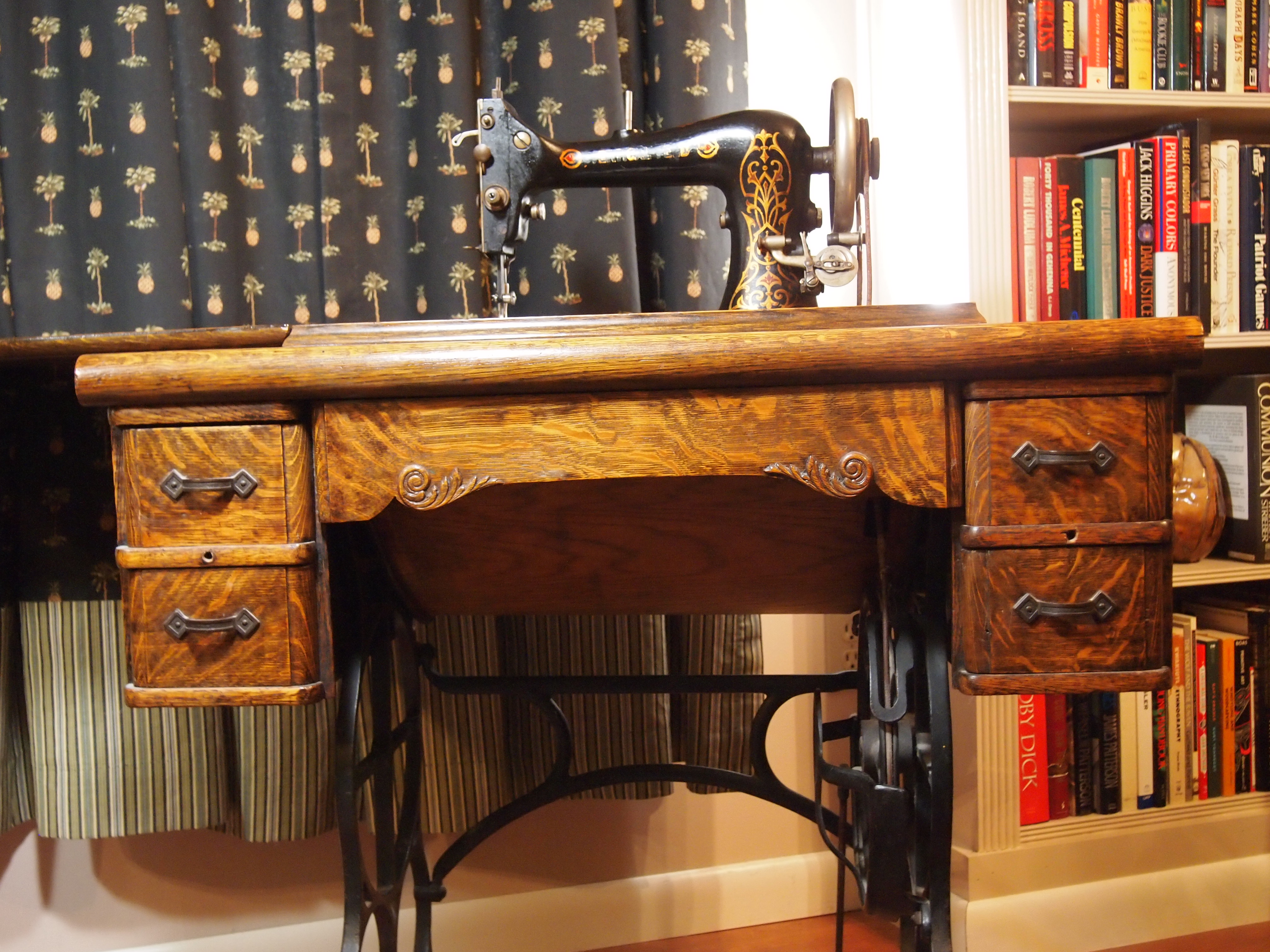 Treadle Sewing Machine Cabinet Sewing Machines I Love If These Threads Could Talk
